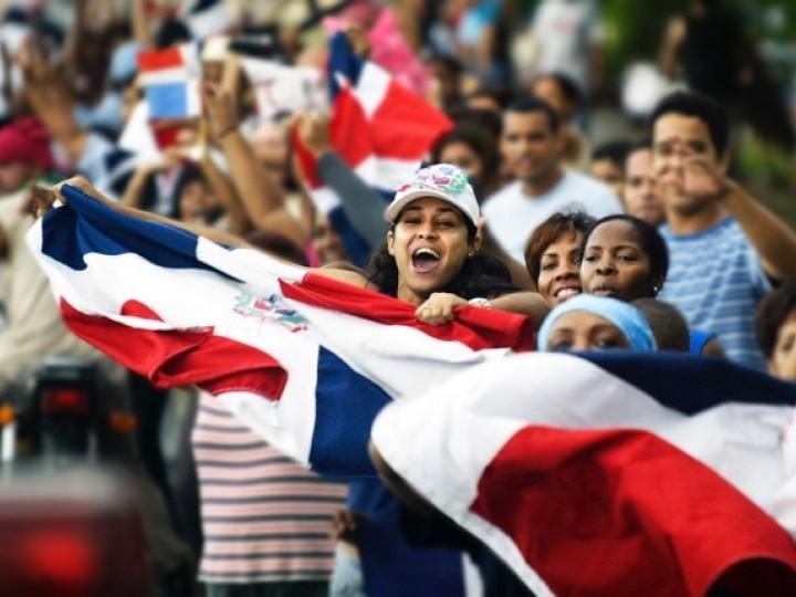 Los dominicanos afincados en Cádiz celebran su independencia
